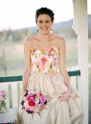 iglue-svadebnie-platya-s-cvetochnym-printom Свадебные платья с цветочным принтом, очаровательный и модный тренд в свадебной моде
