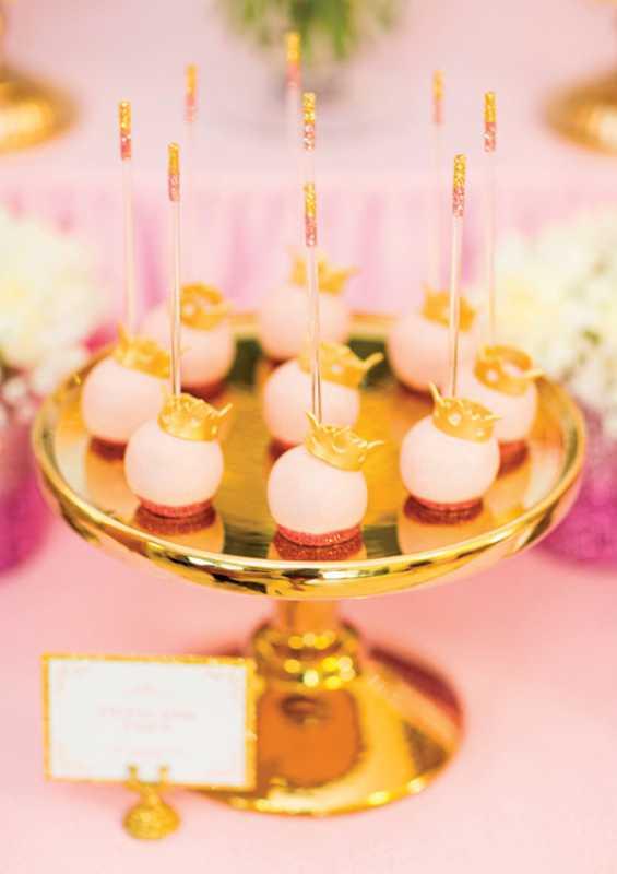 kendi-bar-dlya-printsessy-na-devichnik-6 Розовой Кенди Бар для девичника, специально для тех невест, которые считают себя невестами