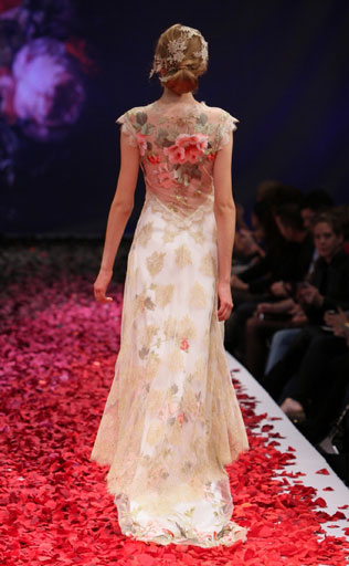 organza-svadebnie-platya-s-cvetochnym-printom Свадебные платья с цветочным принтом, очаровательный и модный тренд в свадебной моде