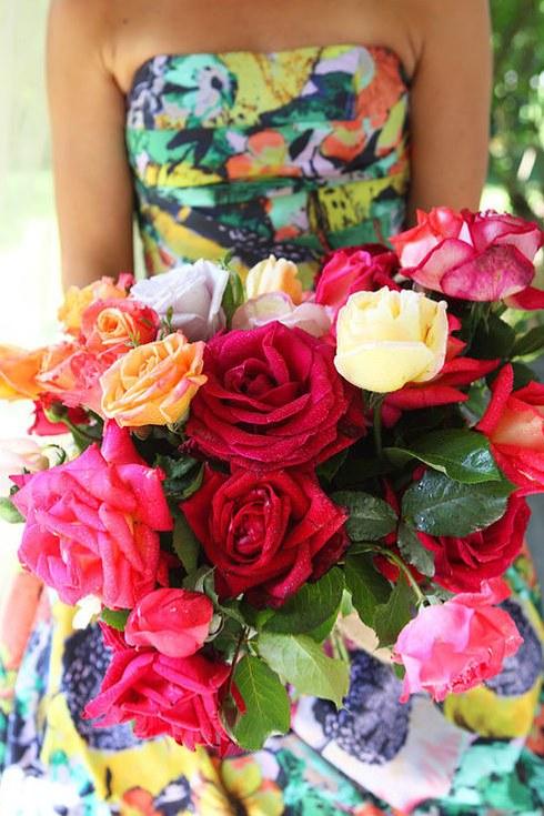 svadebnoe-plate-s-neobychnym-tsvetochnym-printom-4-sl Свадебные платья с цветочным принтом, очаровательный и модный тренд в свадебной моде