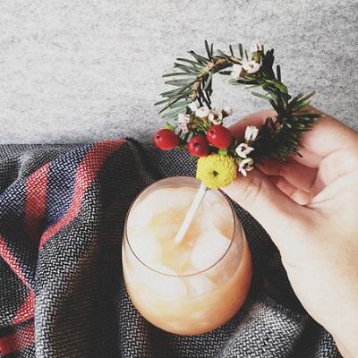 Мастер класс: еловый декор для бокалов на свадьбу, придаем зимней свадьбе романтику и уют